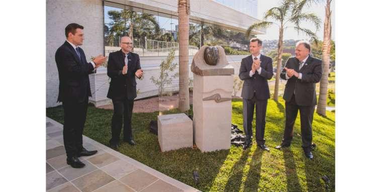 Obra de Bez Batti no novo Centro Empresarial de Bento Gonçalves celebra vitória do imigrante
