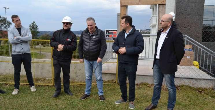 CIC-BG, MOVERGS e SINDMÓVEIS visitam obras da nova sede
