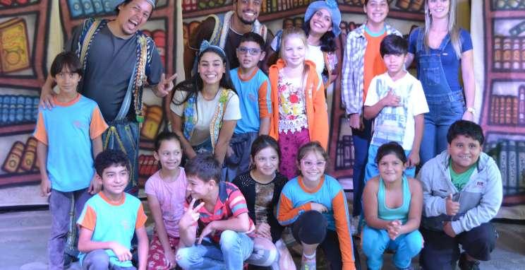 Projeto 'Viajando Pelo Mundo do Teatro' amplia apresentações nas escolas em maio