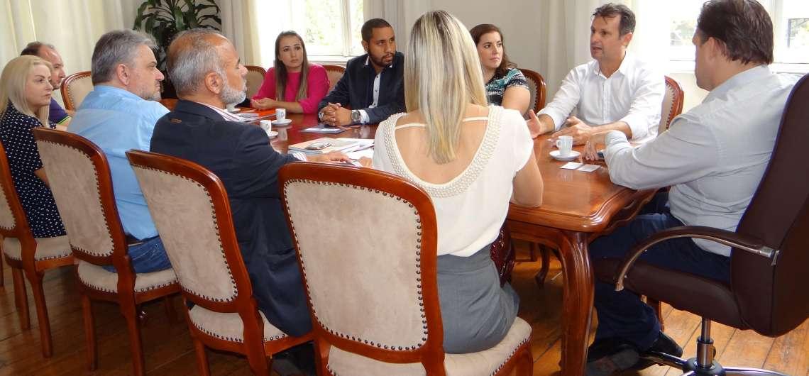Parceiros Voluntários apresenta projetos ao Executivo de Bento Gonçalves