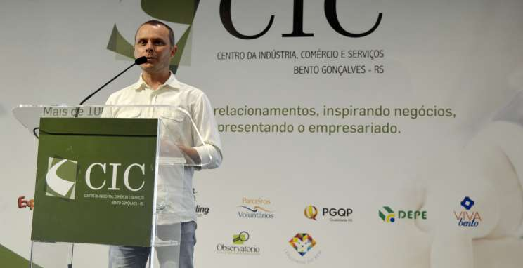 "Jornalista Fabiano Mazzotti divulga projeto ""130+1"" a empresários"