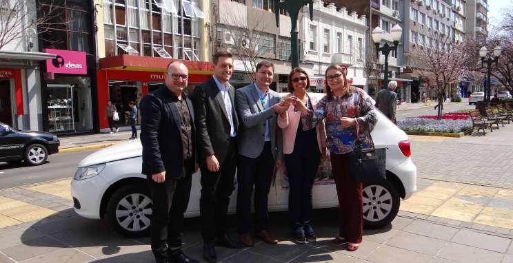 Consepro entrega veículo para Secretaria de Ação Social
